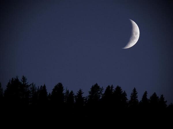 растущая Луна как выглядит