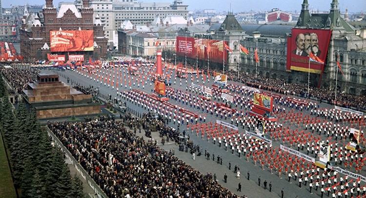 Праздник Весны и Труда в России